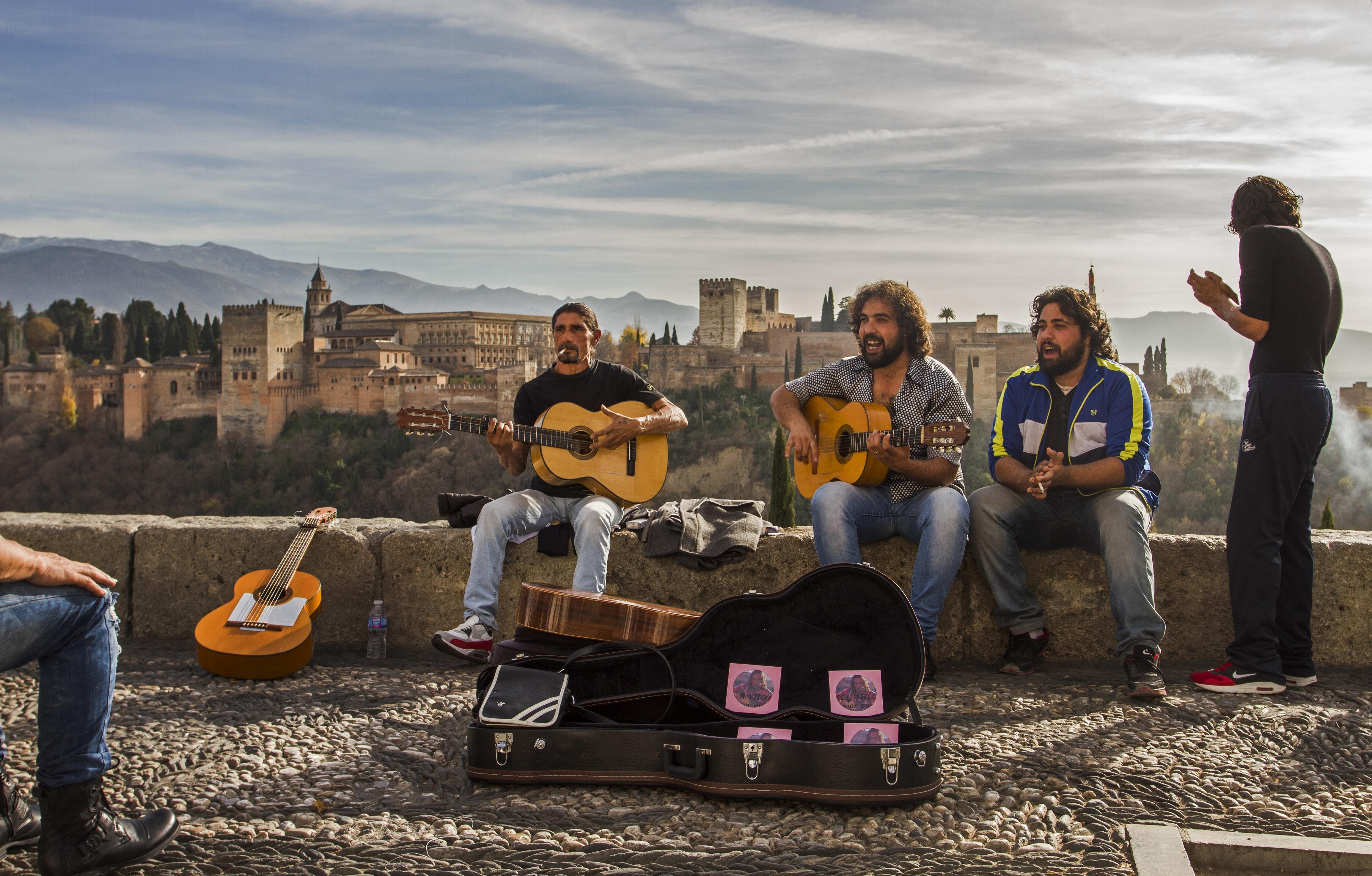 Cigány zenészek az Al Hambra előtt/Fotó: Lázár Gergő