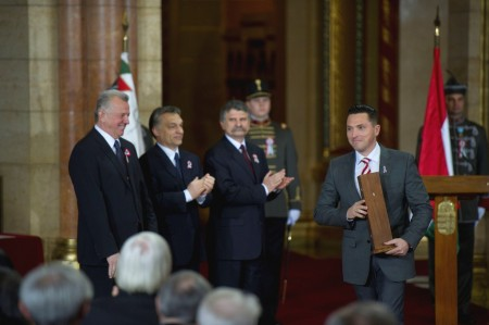 Kovács Ákos a Parlamentben átveszi a Kossuth-díját 2012. március 14-én. Fotó: Népszava