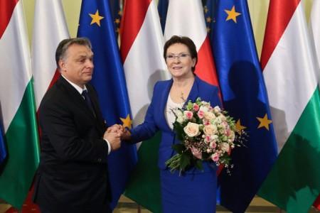 Ewa Kopacz lengyel kormányfő és Orbán Viktor - Fotó: Forrás: MTI/PAP/Rafal Guz