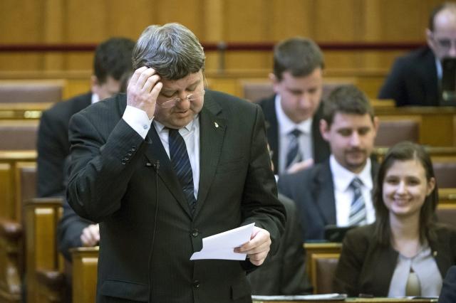 Tállai András gondolkodik MTI Fotó: Koszticsák Szilárd