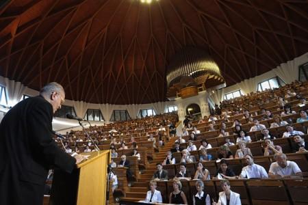 Erdő Péter előadása a piliscsabai Pázmány Péter Katolikus Egyetemen (fotó: Origo)