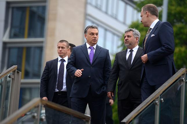 Orbán mellett jobbra Lánczi András, rektor-jelölt (Fotó: Hajdú D. András /Origo)
