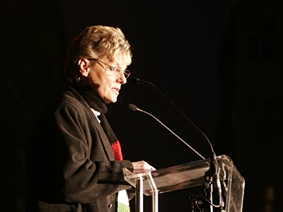 Hoffmann Rózsa szónokol  2004-ben, a pedagógus-tüntetésen