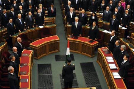 Budapest, 2010. május 29. Esküt tesznek az Orbán-kormány miniszterei az Országgyûlés plenáris ülésén.