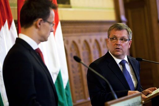 Szijjártó Péter nem futsalügyi, hanem külügyminiszter és Matolcsy György, minden idők legjobb jegybankelnöke (Fotó: MTI/Mohai Balázs)