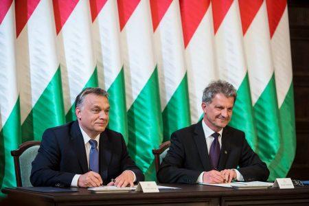 Orbán tegnap Békéscsabán ígérte le a csillagokat az égről (Fotó: Facebook -Orbán Viktor)