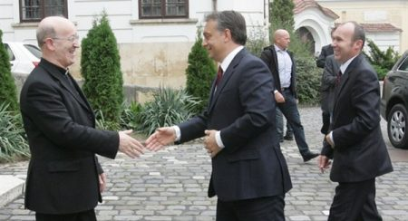 Márfi Gyula érsek fogadja Orbán Viktort 2011 szeptemberében (Fotó forrása: naplo-online.hu)