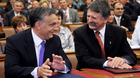 Orbán Viktor és Kövér László a sajátnak hitt ország házában (Forrás: 24.hu)