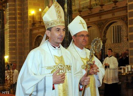 Udvardy György püspök, a Pécsi Egyházmegye vezetője és Veres András, a katolikus püspöki kar elnöke 2011-ben (Fotó: MTI)