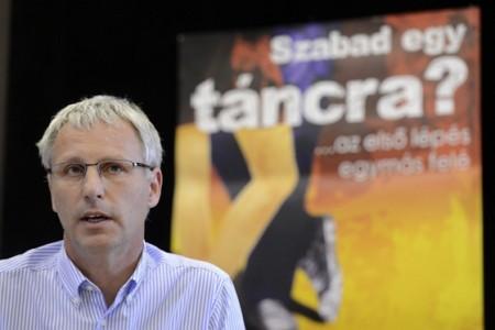 Soltész Miklós a Szabad egy táncra? nemzeti párválasztó sajtótájékoztatóján 2013 májusában (Fotó: MTI / Kovács Tamás)