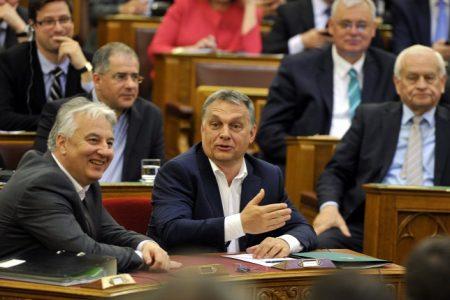 Ők zéró toleranciát hirdettek a korrupcióval szemben. Ki tudja mi lenne velünk, ha nem hirdetnek semmit? (Forrás: MTI/Kovács Attila)