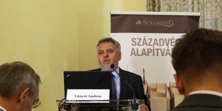 Lánczi András, a Századvég nevű közpénzelnyelő szövetkezet vezetője, egyben a Corvinus Egyetem rektora, korrupció-filozófus (Fotó: szazadveg.hu)