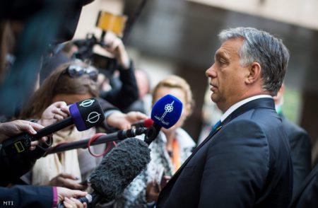 Orbán Viktor kizárólag az előre egyeztetett kérdéseket viseli el (Fotó: Miniszterelnöki Sajtóiroda/Kobza Miklós/ MTI)