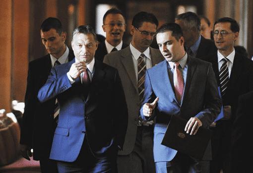Orbán Viktor és Vona Gábor a Parlament folyosóján (Fotó: Beliczay László/ MTI)