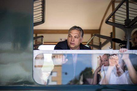 Orbán Viktor felavatja a felcsúti kisvasutat/Facebook