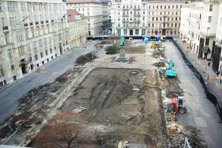 Így irtották ki (via Facebook) egy mélygarázs miatt Budapest szívében a József nádor tér fáit (Fotó: Facebook)