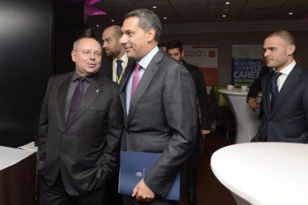 Spéder Zoltán, a Közép-európai Média Zrt. elnöke, Lázár János miniszter és Csepreghy Nándor miniszter-helyettes, már nem táskahordozó (Fotó: MTI/Soós Lajos)