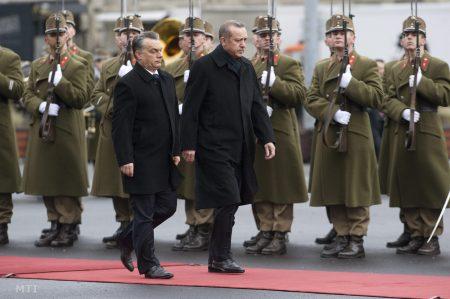 Orbán Viktor és példaképe,  Recep Tayyip Erdogan (Fotó: MTI/Koszticsák Szilárd)