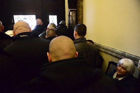 Tülekedés a boltzáras kérdés miatt a Nemzeti Választási Irodánál 2016. február 23-án. (Fotó: Stiller Ákos/hvg.hu)