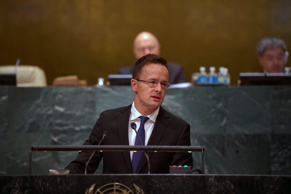 New York, 2016. szeptember 23. A Külgazdasági és Külügyminisztérium (KKM) által közreadott képen Szijjártó Péter felszólal az ENSZ Közgyűlésének általános vitáján New Yorkban 2016. szeptember 23-án. (MTI Fotó: KKM)