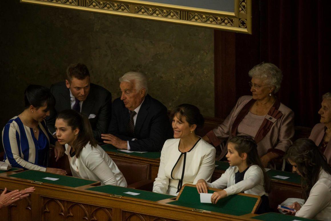 Az Orbán-família a Parlamentben (Fotó: Orbán Viktor/Facebook)