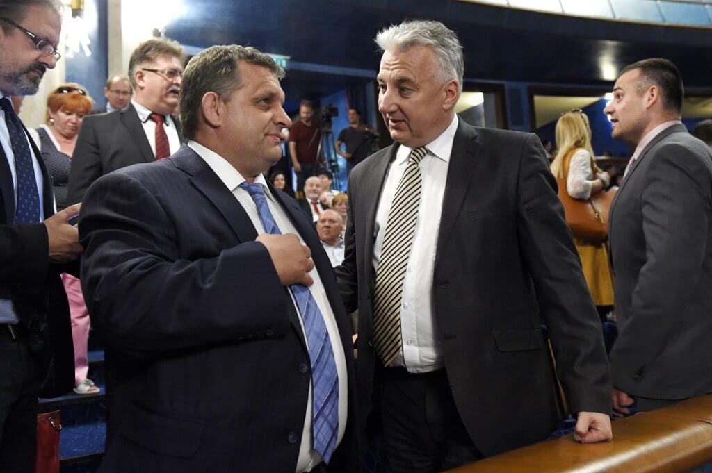 Ifj. Orbán Győző, az azonos családnevű Viktor öccse és a nemzet fővadásza, Semjén Zsolt - együtt buliztak a Nemzeti összetartozás napján (Fotó: MTI/Kovács Tamás)