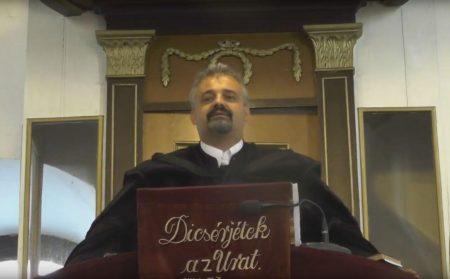 Hajmáskér szószékről uszító református lelkésze (Fotó: via Youtube/nol.hu)