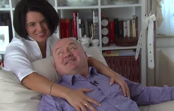 Hende Csaba ex-honvédelmi miniszter, mellmasszázs, szerető (Fotó: Youtube)