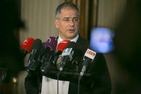 Kósa tájékoztat (Fotó: fidesz.hu)