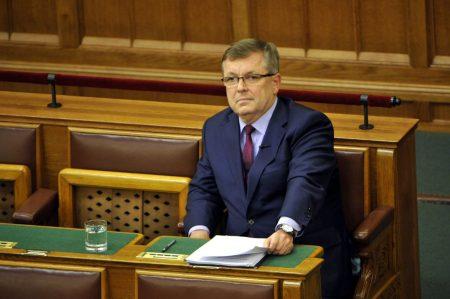 Fotó: Matolcsy Blöff Gyuri a parlamentben csinálja a műsort (Fotó: Kovács Attila/MTI)
