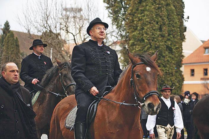 Nekem nem kell a Fidesz-KDNP lábnyomait csókolgatnom, és nem kell hálásnak lennem semmiért