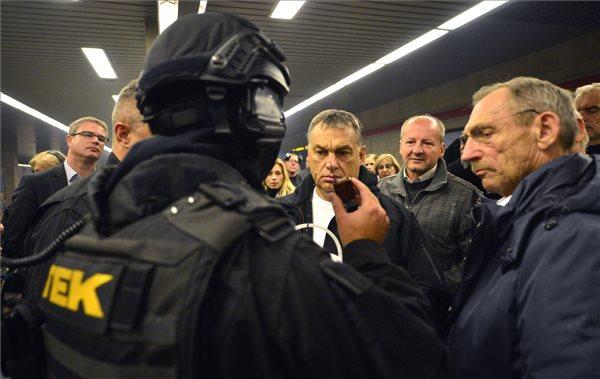 Imitálják a terrorveszélyt: Orbán, Pintér, Simicskó, TEK (Fotó: MTI/Illyés Tibor)