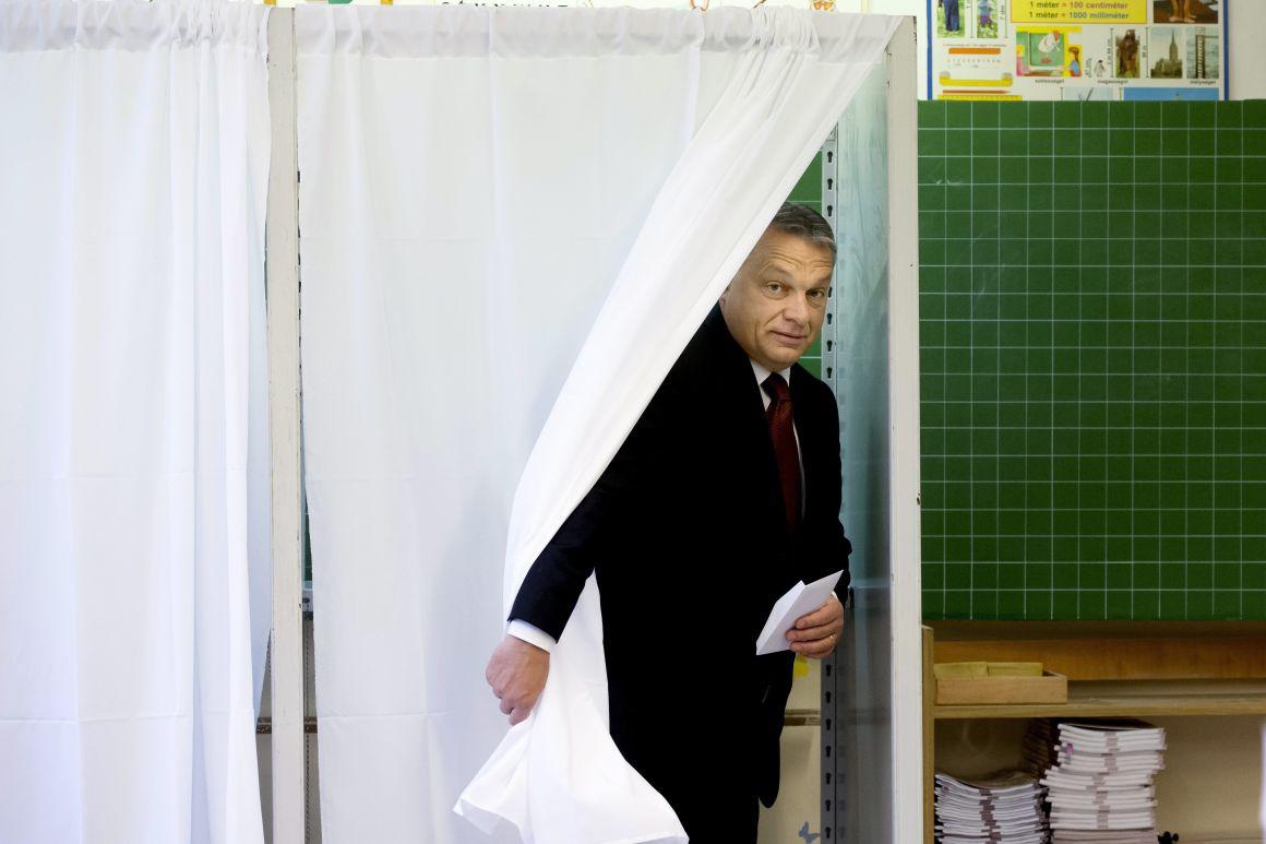 Orbán Viktor szavaz október 2-án (Fotó: .MTI / Koszticsák Szilárd)