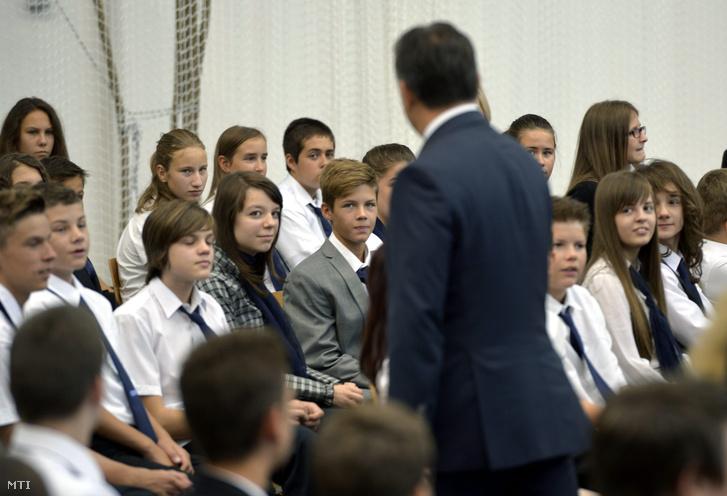 Orbán Viktor a törökbálinti Bálint Márton Iskola új épületének avatóünnepségén 2013. szeptember 2-án (Fotó: MTI/Beliczay László)