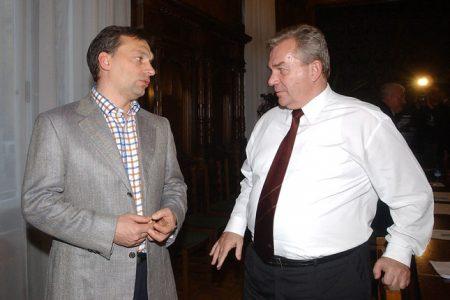 Az Orbán nevű Viktor és Chikán Attila volt gazdasági miniszter 2003-ban (MTI Fotó: Földi Imre)