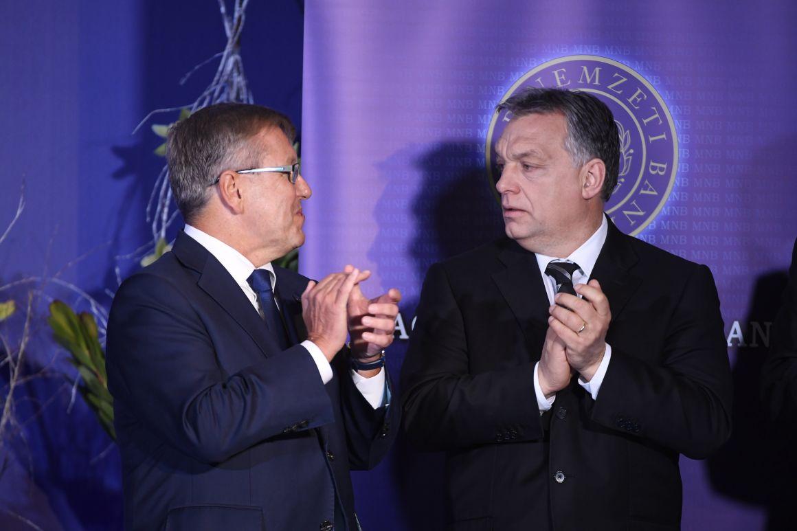 Orbán és Matolcsy a Lámfalussy Konferencián a budapesti Marriott hotelben (MTI Fotó: Koszticsák Szilárd)