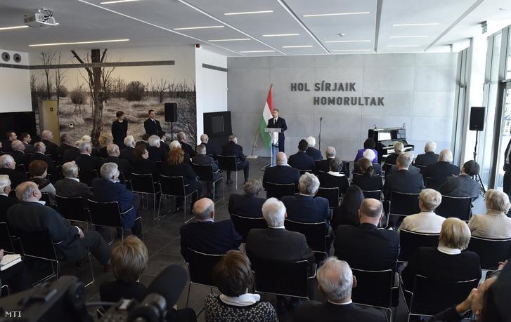 Akkor is szétveri Európát és Magyarországot beleállítja Putyin végbelébe
