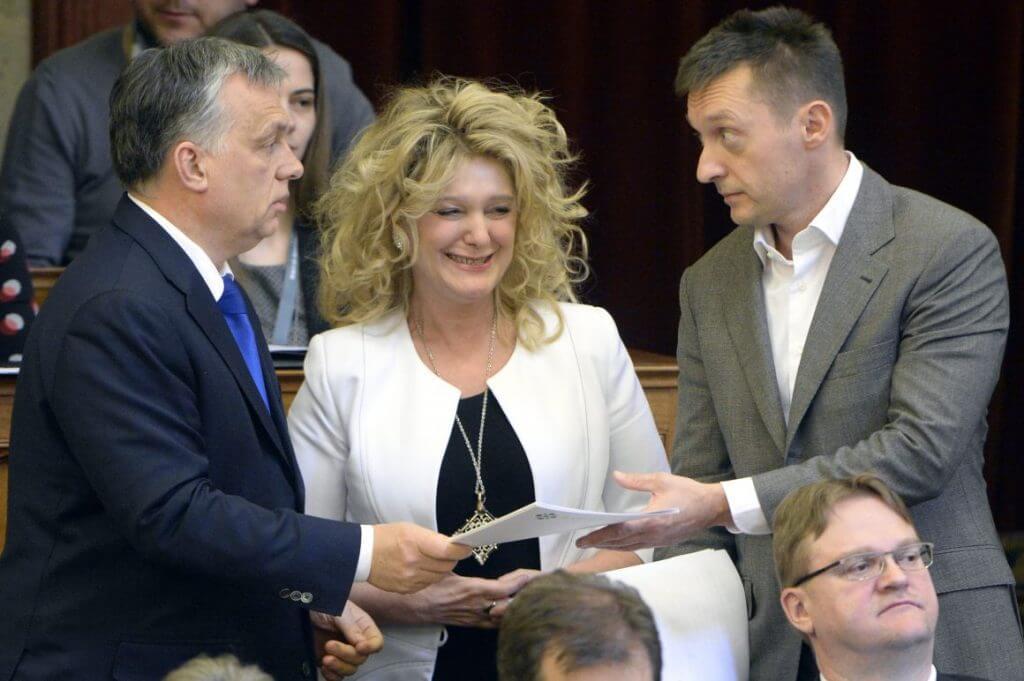 Orbán Viktor, Dunai Mónika, Rogán Antal az Országgyűlés plenáris ülésén 2016. március 21-én (Fotó: Kovács Tamás / MTI)