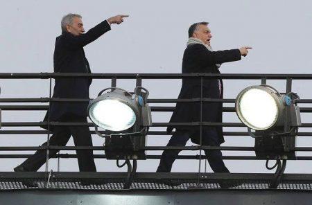 Az egyik leggazdagabb török, Adnan Polat és a világ egyik legszegényebb miniszterelnöke a felcsúti stadion tetején (Fotó: Bors)