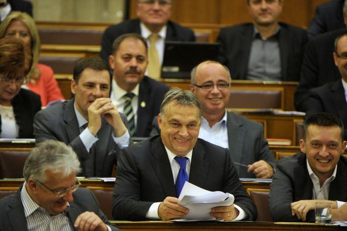 Pontosan így egyedül maradna Orbán is a hülye ötleteivel