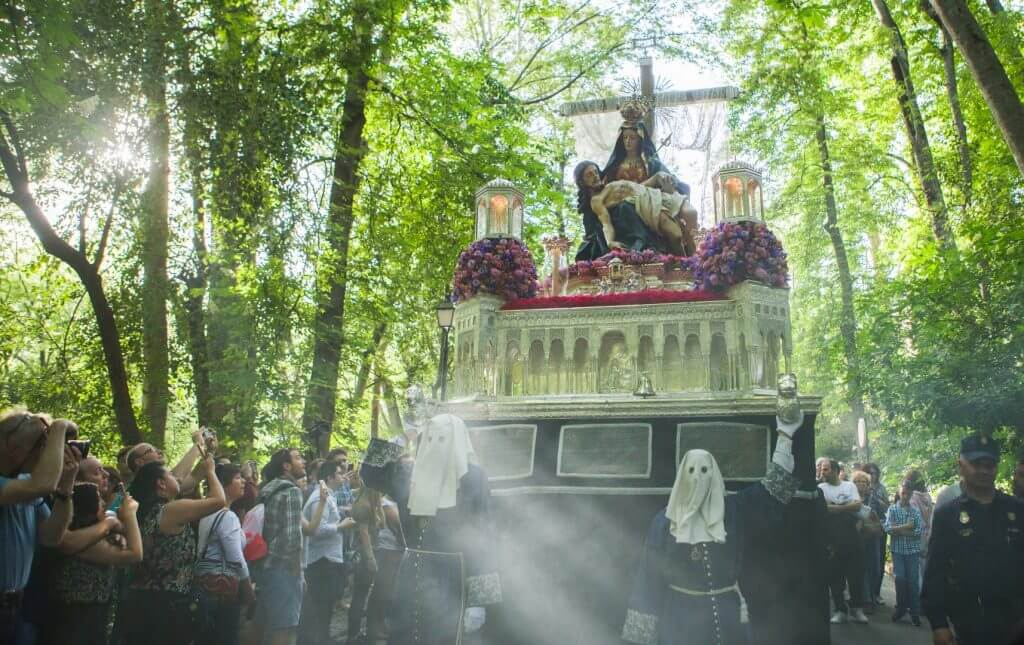 The Holy Week celebrations in Granada arrived to its sixth day.