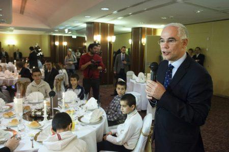 Balog Zoltán a 40 rászoruló gyermeknek rendezett vacsorán a Hiltonban Forrás: MTI/Koszticsák Szilárd