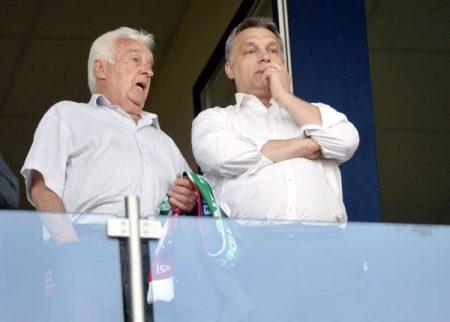 Orbán és Orbán Győző a VIP-páholyban a labdarúgó Ligakupa döntőjeként vívott Ferencváros - Videoton FC találkozón a székesfehérvári Sóstói Stadionban 2013. április 24-én. (MTI Fotó: Beliczay László)