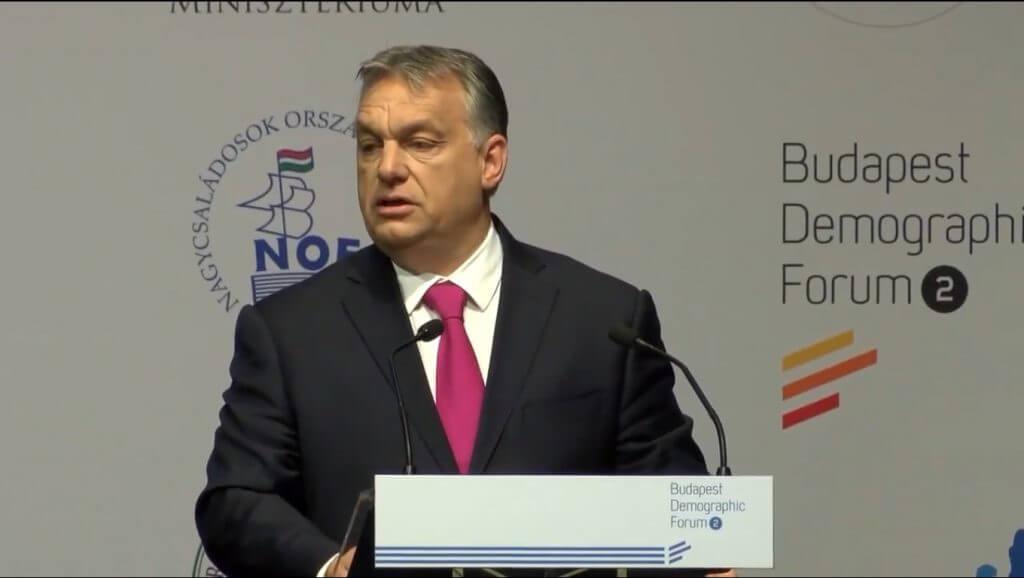 Orbán teleszüli Tortugát is