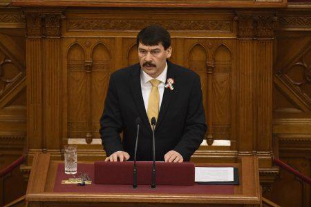 Áder beszél az Országgyűlés plenáris ülésén 2017. március 13-án. Ezen a napon államfőt választottak a képviselők. (MTI Fotó: Koszticsák Szilárd)