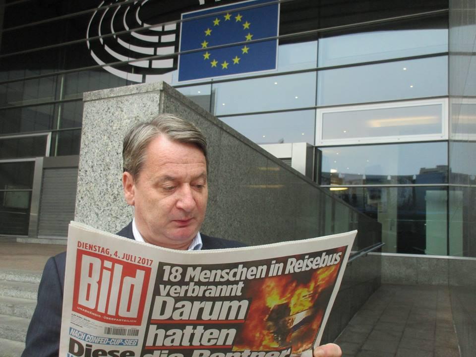 Kovács (kágé)Béla nem Abháziában gyógyul, hanem Brüsszelben dolgozik (Fotó: Facebook/Kovács Béla)