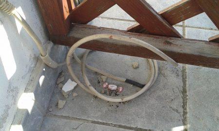 Az erkély komfortfokozatát emelő, ám ismeretlen célt szolgáló kábel