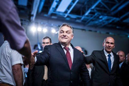 Orbán Viktor/Facebook A cikkből kimaradt, de most ide írom. Soha nem bízz olyan emberben, aki úgy nyújt kezet, hogy közben nem néz a szemedbe!