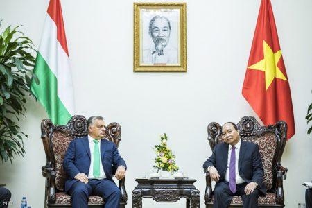 Orbán Viktor és Nguyen Xuan Phuc Hanoiban (Fotó: Miniszterelnöki Sajtóiroda / Szecsődi Balázs)