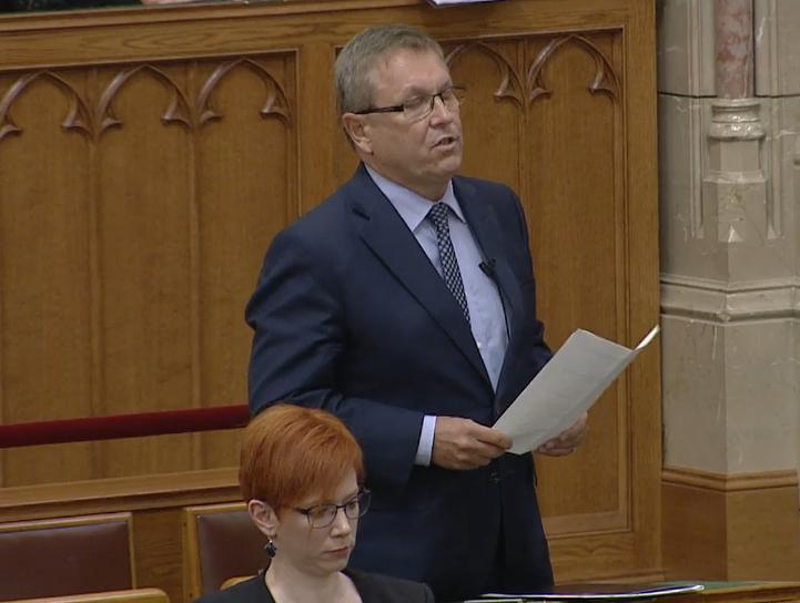 Forrás: parlament.hu